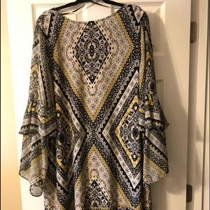 Patterned dress with tiered sleeves